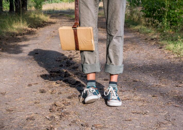 trampki w drodze do szkoły